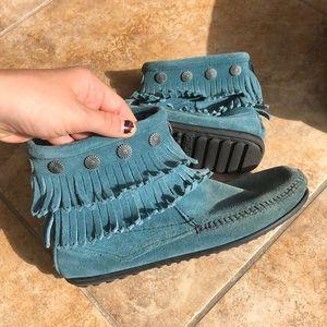 Beautiful Minnetonka blue booties